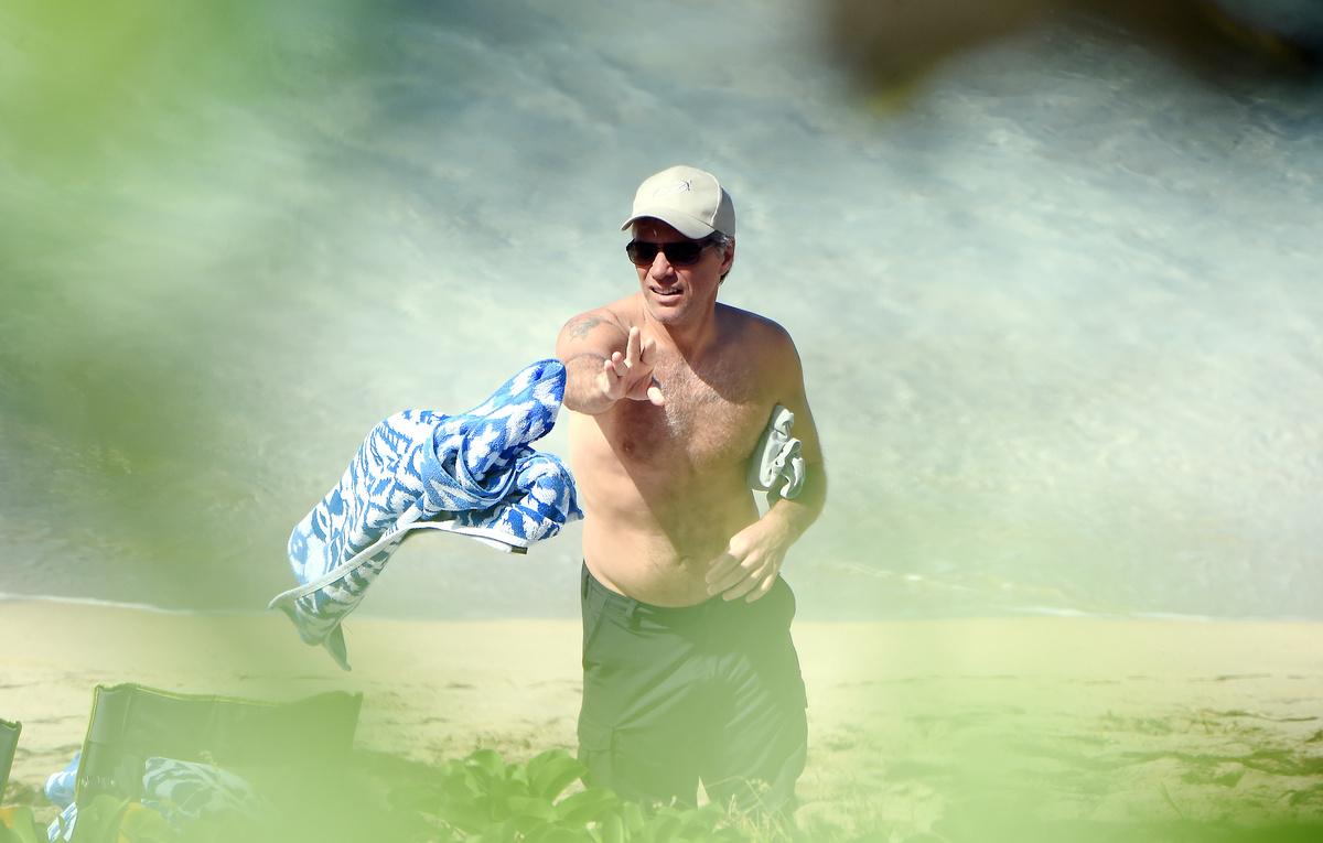 Джон Бон Джови отдыхает на пляже Сен-Бартс