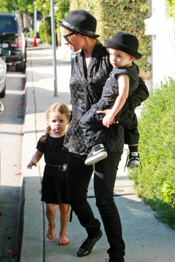 Николь Ричи с детьми в Голливуде