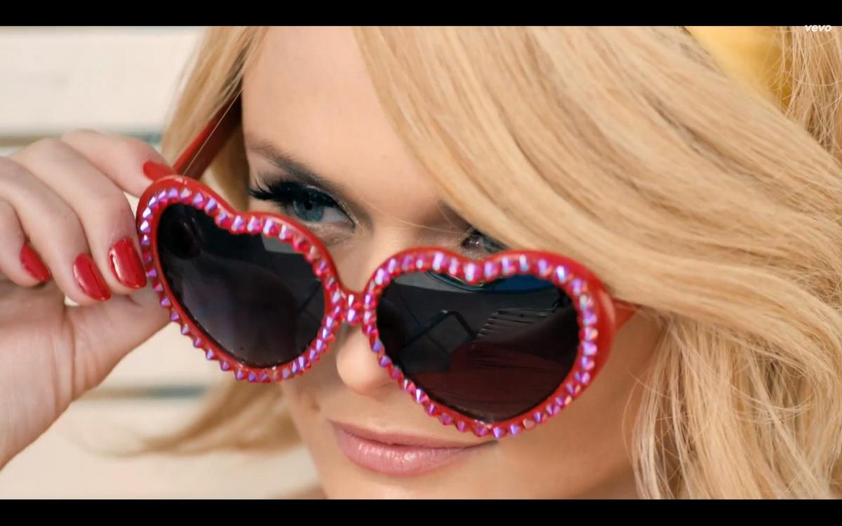 Новый клип Миранды Ламберт - Little Red Wagon