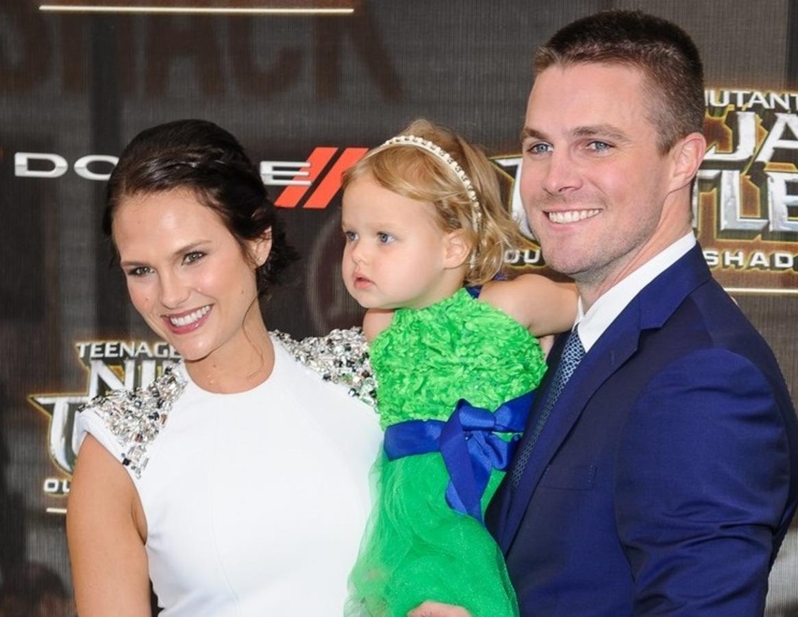 Стивен Амелл привел двухлетнюю дочь на премьеру «Черепашек-ниндзя 2» в Нью-Йорке