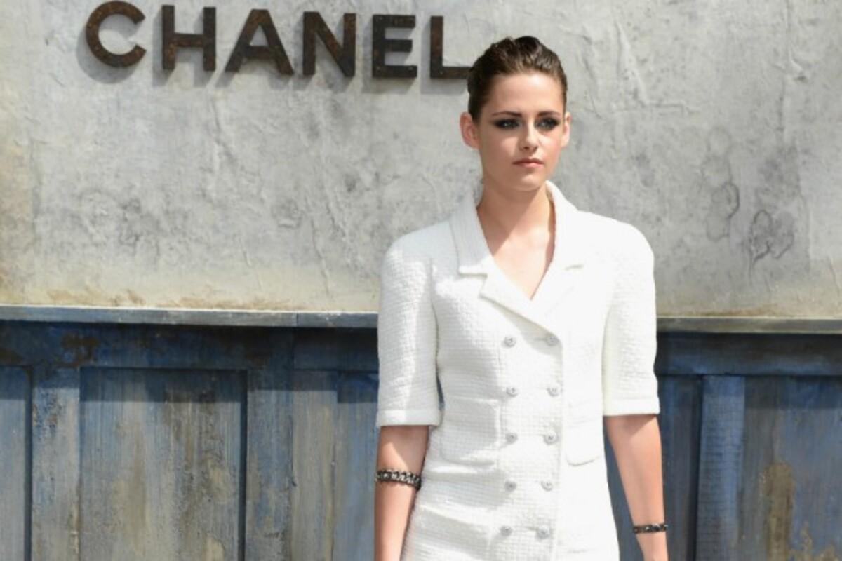 Видео: Кристен Стюарт и Кара Делевинь в новой рекламной кампании Chanel
