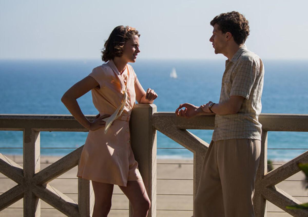 Джесси Айзенберг и Кристен Стюарт в первом трейлере фильма «Светская жизнь»
