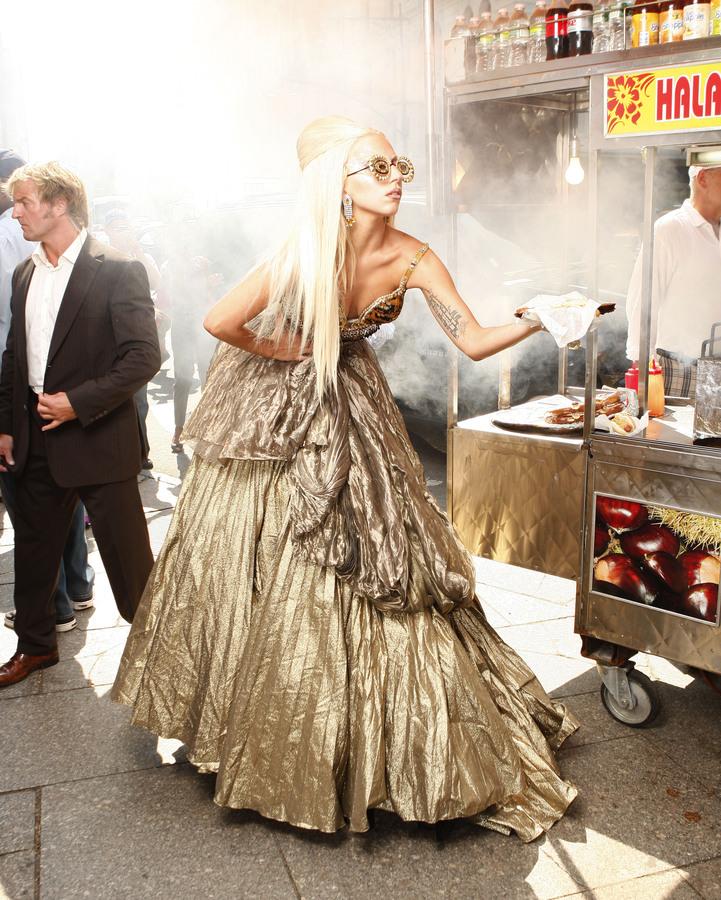 Lady Gaga на съемках фотосессии для журнала Vanity Fair в Нью-Йорке