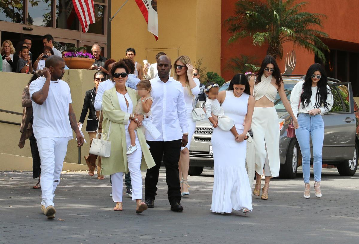 Ким Кардашян с семьей отмечает Пасху
