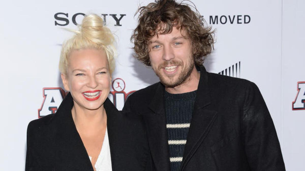 Певица Sia объявила о расставании с мужем