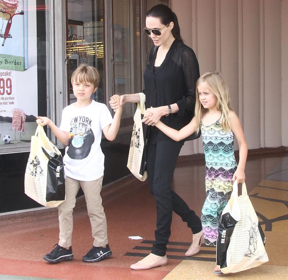 Анджелина Джоли и Брэд Питт  намерены излечить дочь от желания сменить пол