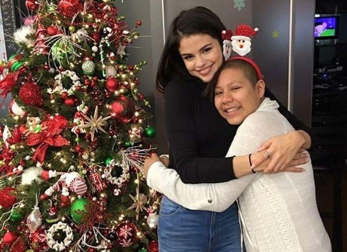 Селена Гомес и Дженнифер Лоуренс навестили больных детей на Рождество