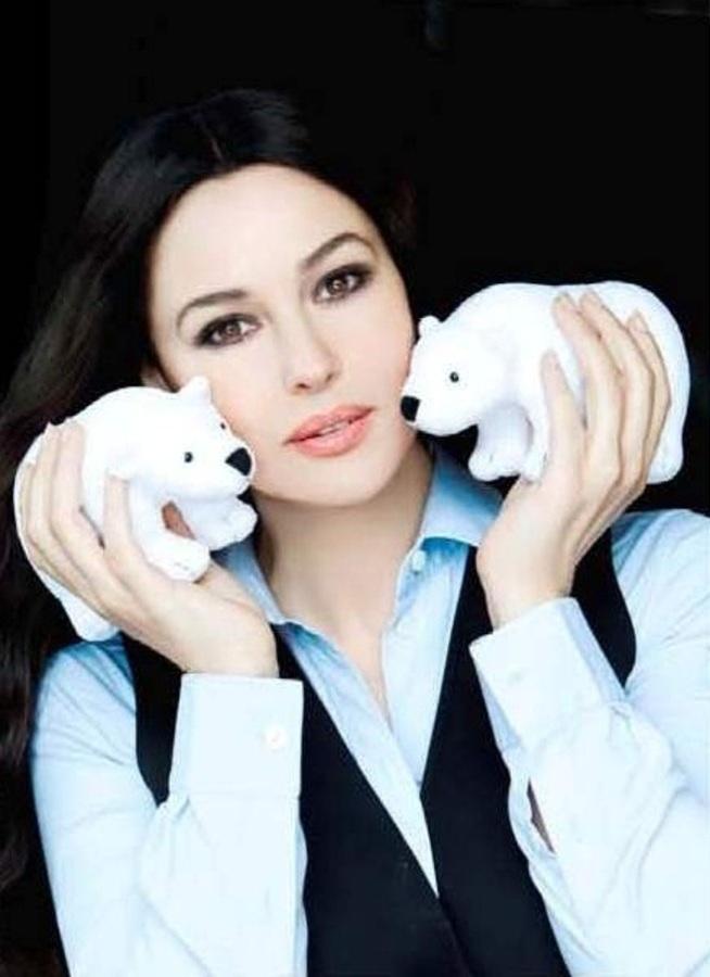 Моника Беллуччи в благотворительном проекте