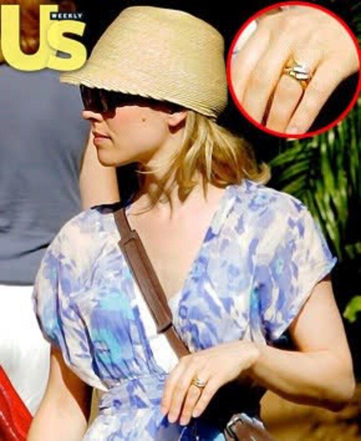 Рэйчел МакАдамс продемонстрировала свое обручальное кольцо