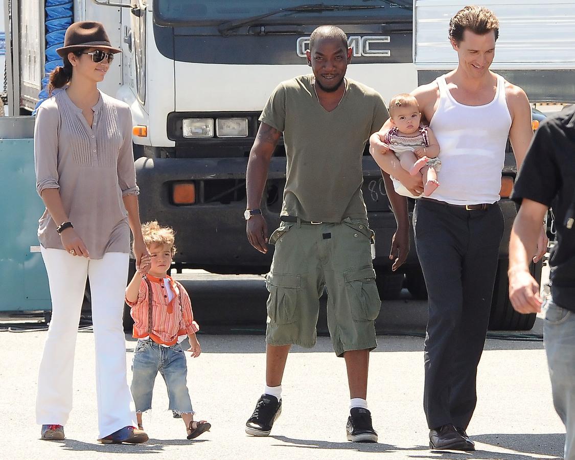 Мэттью МакКонахи с семьей на съемках своего нового фильма