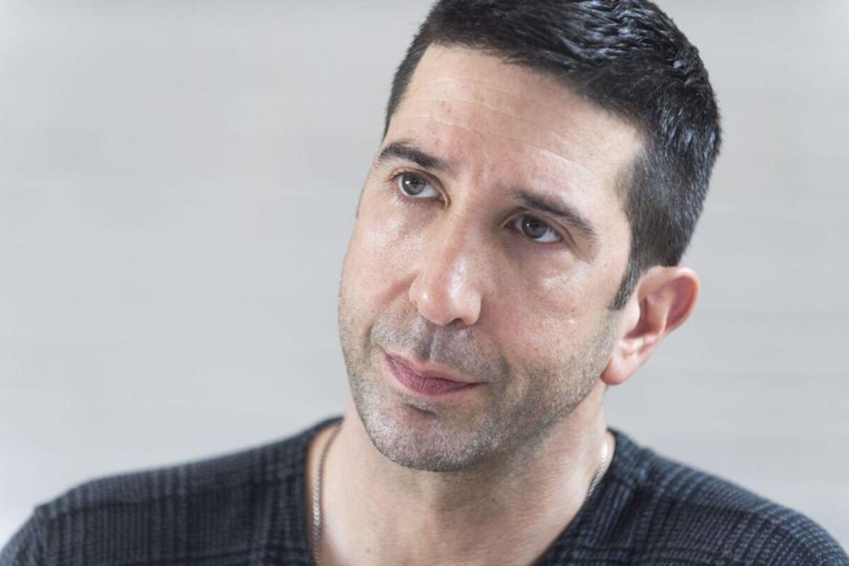 Звезда «Друзей» Дэвид Швиммер запустил кампанию против сексуальных домогательств