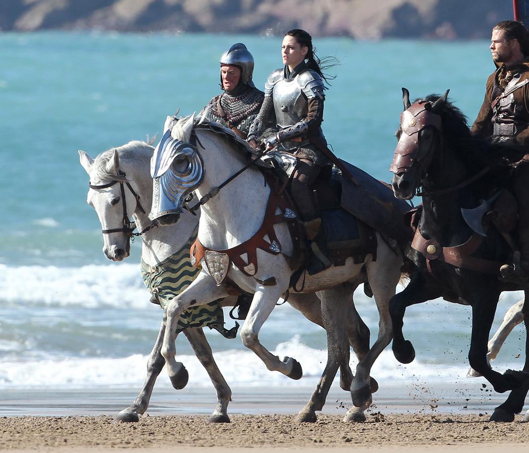 Кристен Стюарт и Крис Хемсворт на съемках фильма «Белоснежка и охотник»