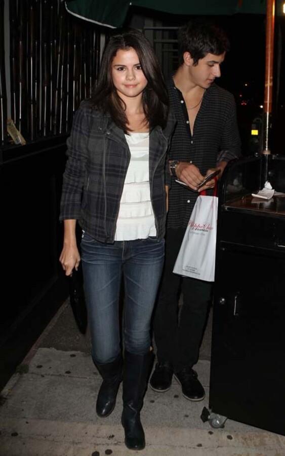 Селина Гомес на свидании со своим коллегой по сериалу