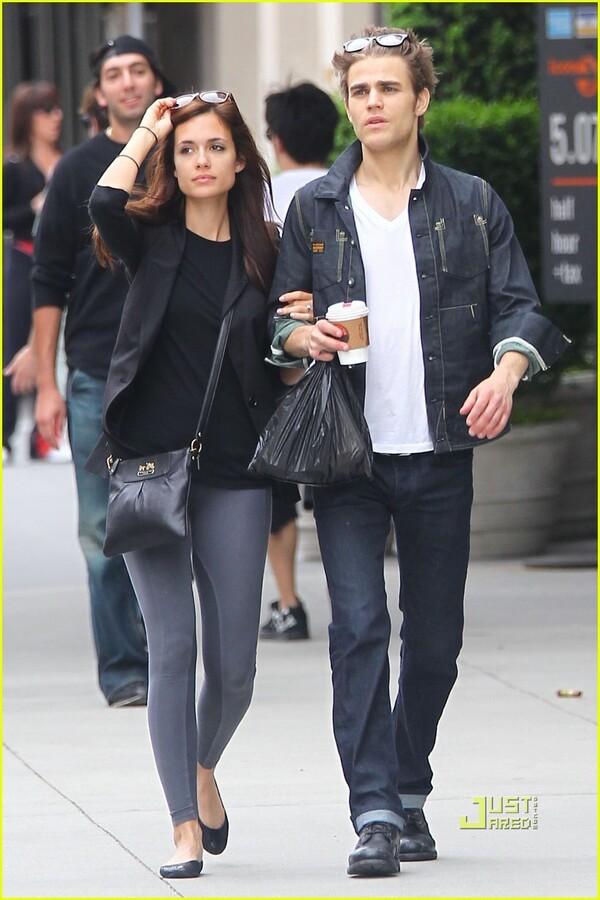 Пол Уэсли с девушкой в Нью-Йорке