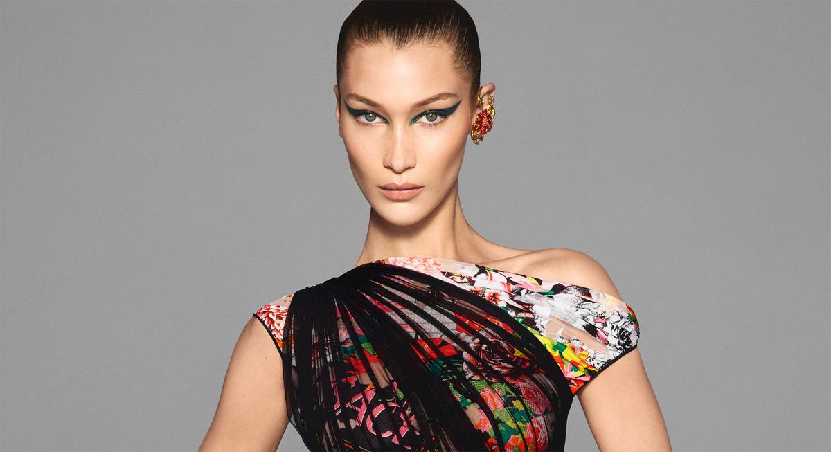 Белла Хадид и Ирина Шейк снялись в рекламной кампании Versace