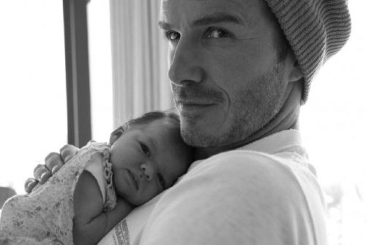 Виктория Бэкхем поделилась новым фото малышки Харпер и Дэвида