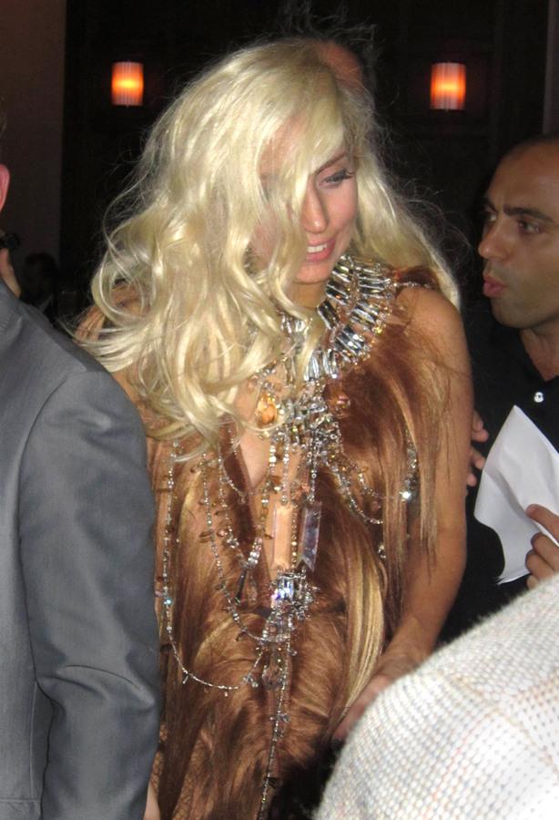 Lady Gaga спела в баре