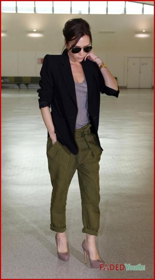 Виктория Бэкхем в аэропорту Хитроу. 23 марта