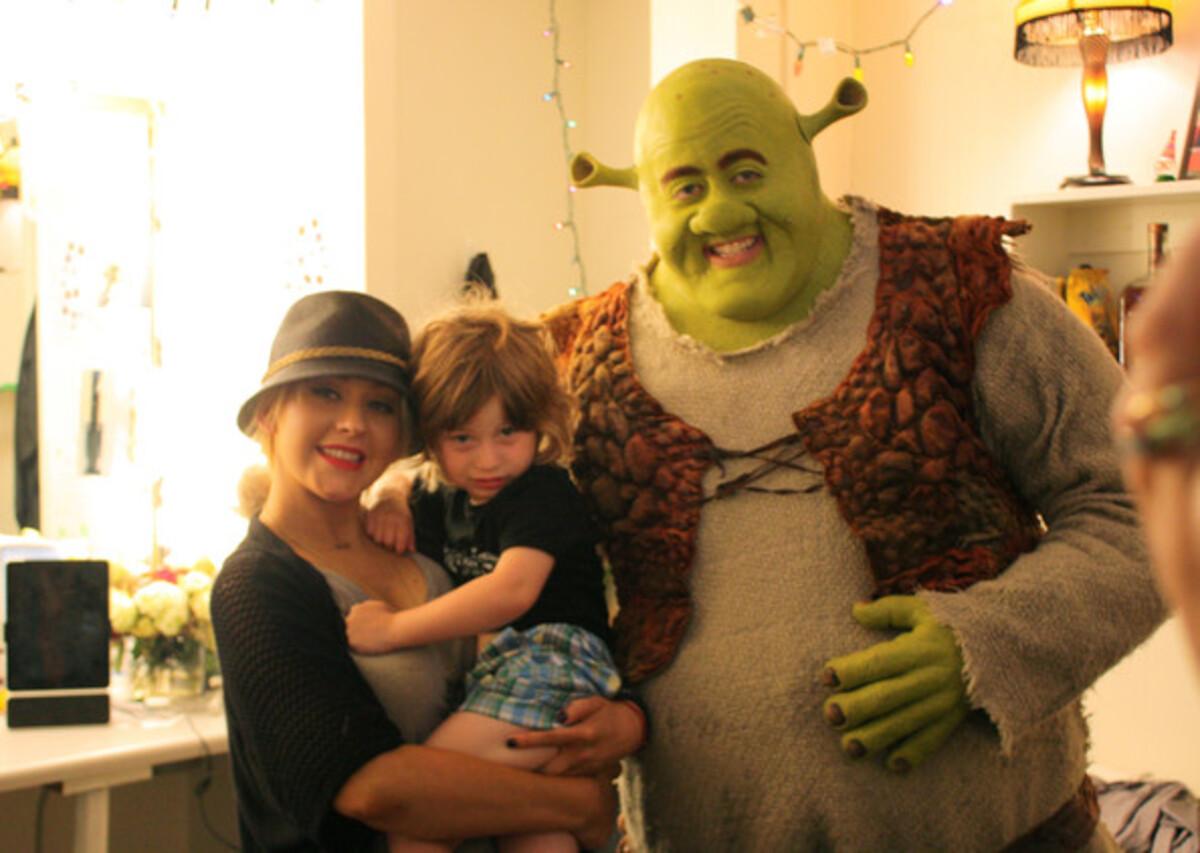 Кристина Агилера с сыном на мюзикле «Шрек»