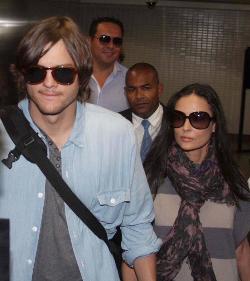 Деми Мур и Эштон Кутчер отправились в Бразилию