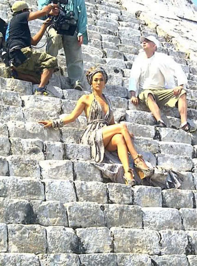 Дженнифер Лопес на съемках клипа «I'm In You»