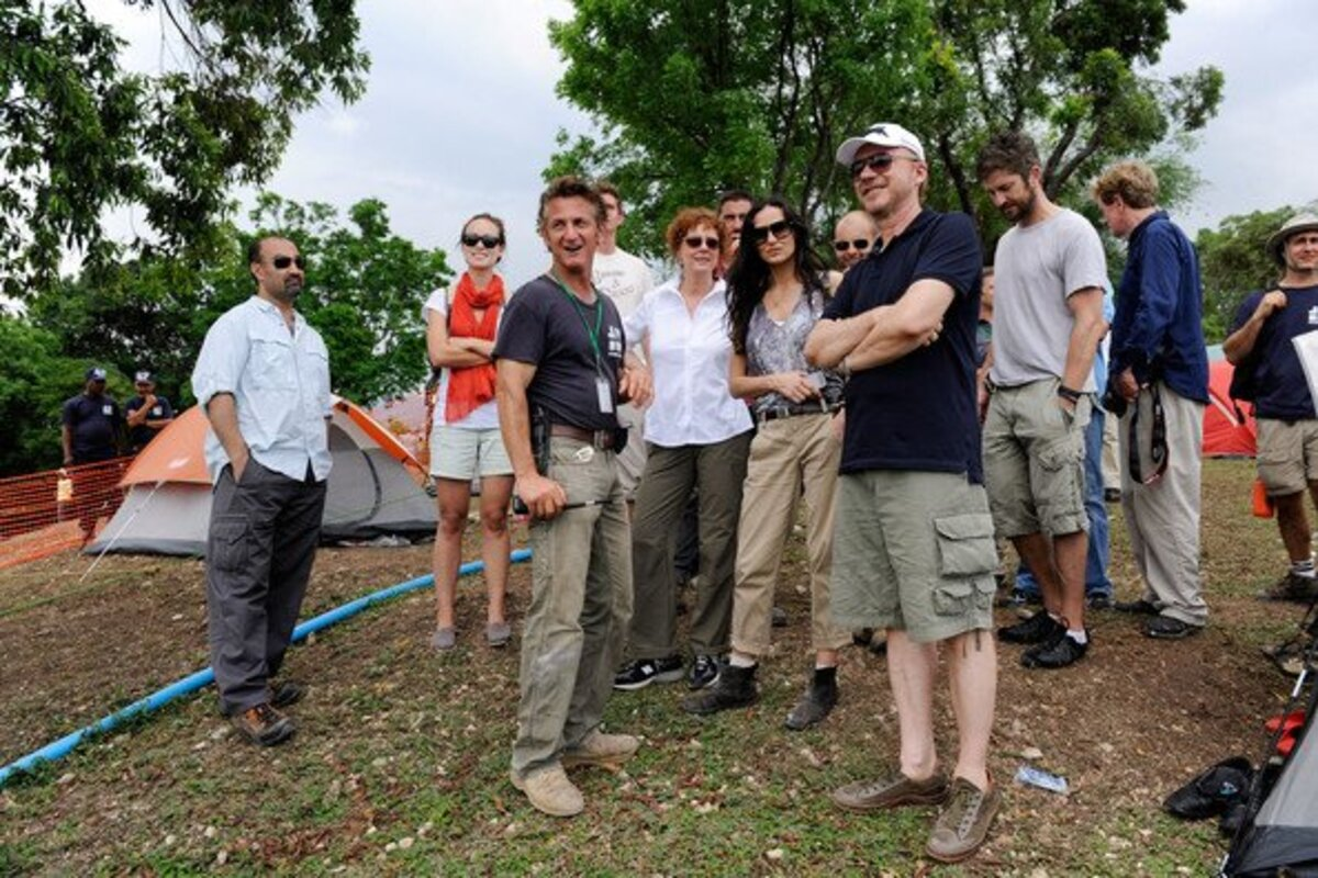 Шон Пенн привлекает все больше и больше знаменитостей на Гаити
