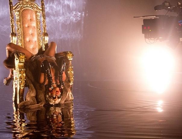 Новые фото со съемок клипа Рианны