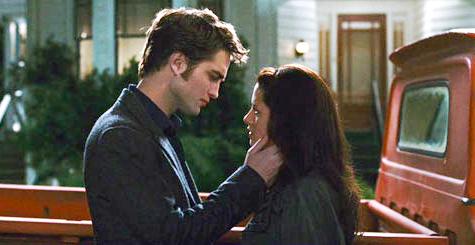 Видео: «Новолуние». Сцена поцелуя Эдварда и Беллы