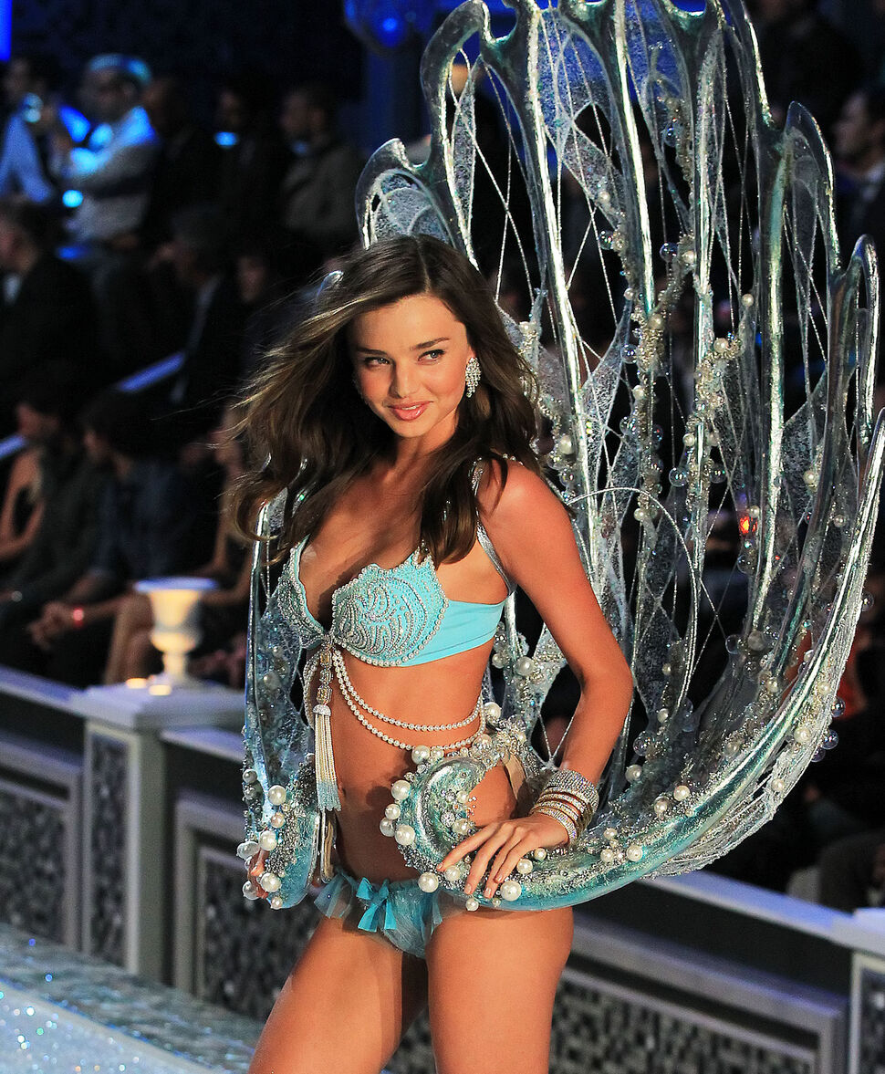 Видео подготовки к показу Victoria's Secret 2011