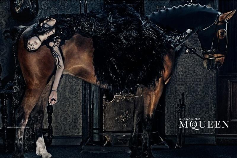 Рекламная кампания Alexander McQueen  Осень / Зима 2015