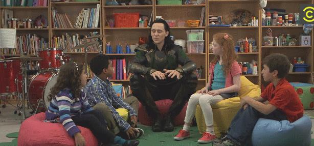 Видео: Том Хиддлстон узнал, почему Тор лучше Локи
