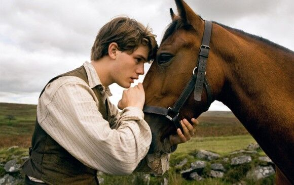 Фото со съёмочной площадки и первые кадры нового режиссерского проекта Стивена Спилберга «Боевой конь»
