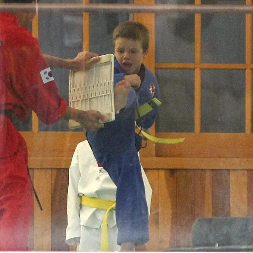 Дэвид Бэкхем с сыном на занятиях карате