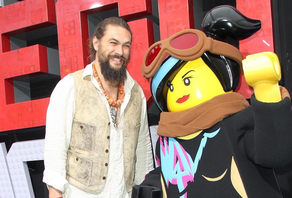Милота: Джейсон Момоа привел детей на премьеру «Лего Фильм 2» в Голливуде