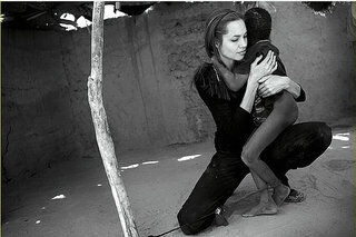 Анджелина Джоли  публично выступила против Обамы