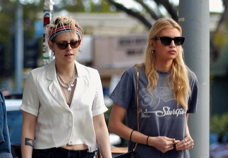 Фото: Кристен Стюарт и Стелла Максвелл на прогулке в Лос-Анджелесе спустя полгода после разрыва