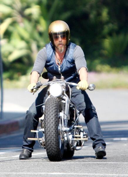 Брэд Питт упал с мотоцикла