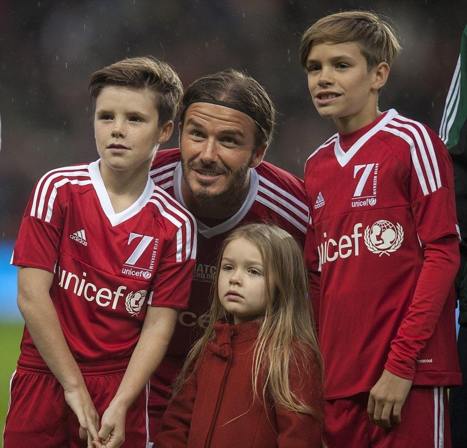 Дэвид Бекхэм вышел на поле с детьми в благотворительном футбольном матче
