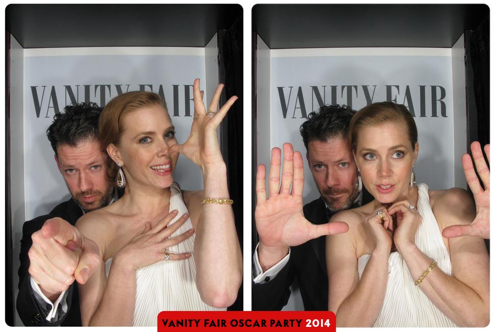 Фото из фотобудки с вечеринки Vanity Fair Oscar Party
