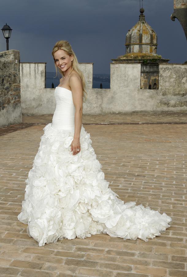 Еще больше фотографий со свадьбы Мины Сувари