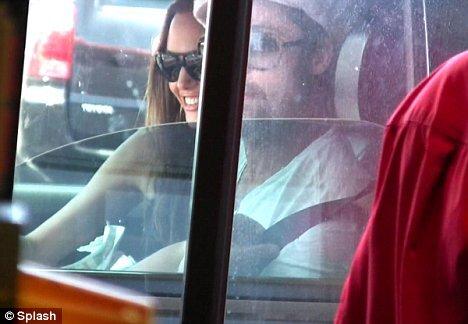Анджелина Джоли и Брэд Питт продолжают штурмовать McDonald's