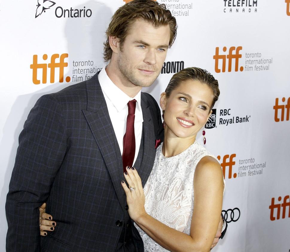 """Жена Криса Хемсворта заменяла Натали Портман на съемках """"Тора 2: Царство тьмы"""""""