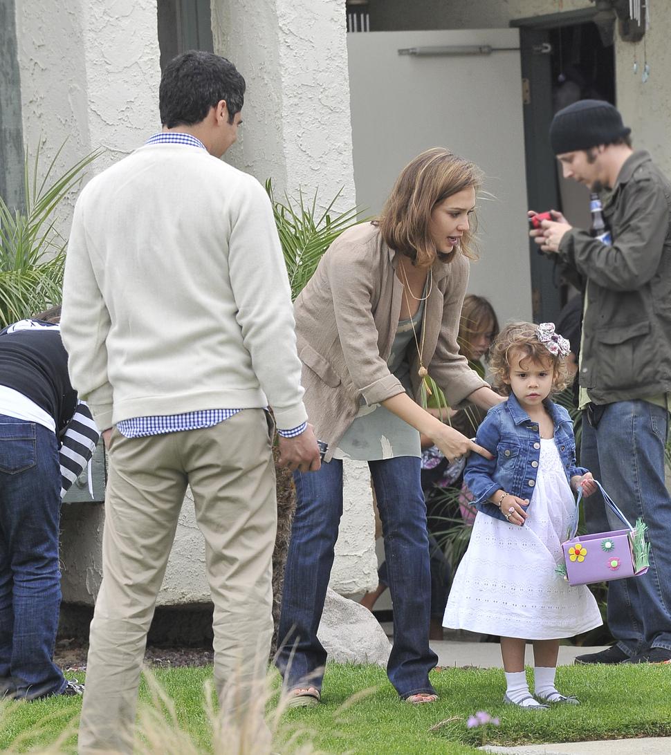 Джессика Альба с семьей в Камарильо