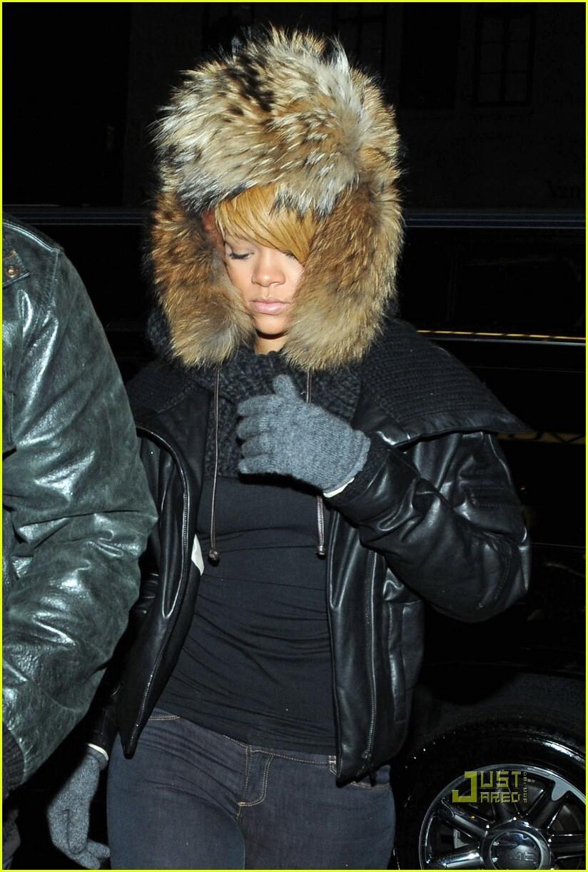 Рианна спасается от холодов в Нью-Йорке