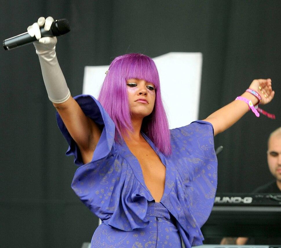 Лили Аллен на фестивале Glastonbury