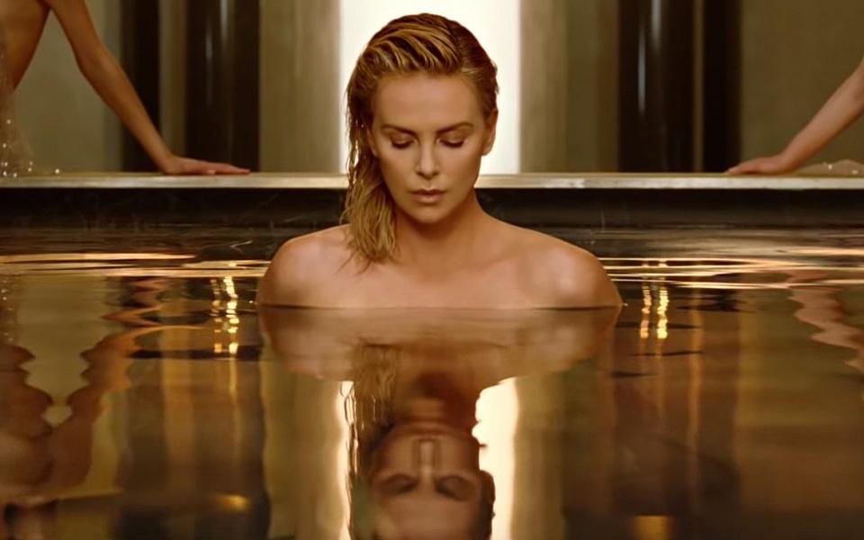 Шарлиз Терон разделась в новом рекламном видео Dior