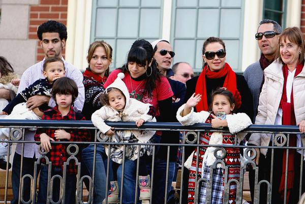 Дженнифер Лопес, Марк Энтони и дети в парке Disney's California Adventure