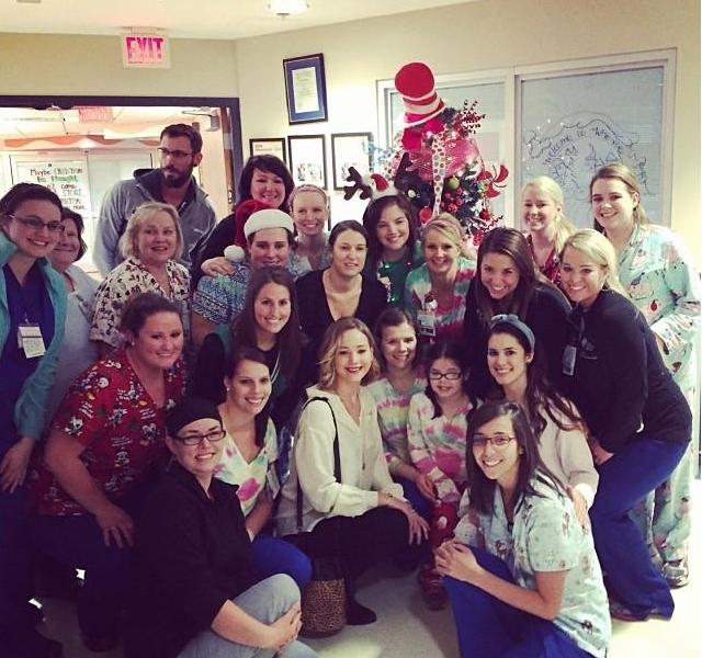 Дженнифер Лоуренс посетила детский госпиталь