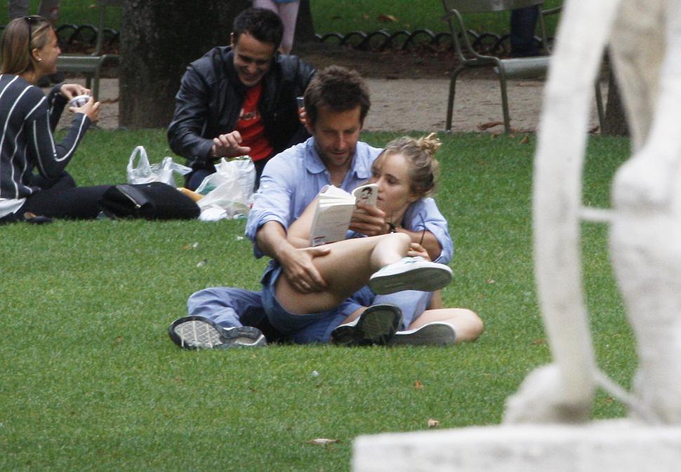 Брэдли Купер пытается помочь возлюбленной попасть в Голливуд