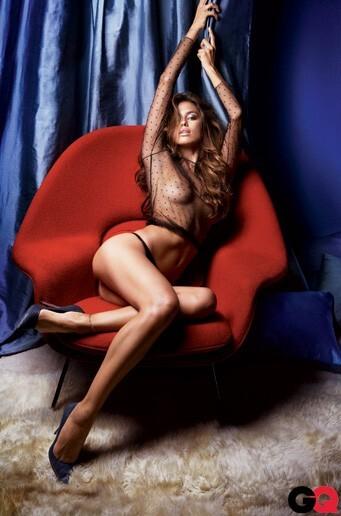 Девушка Криштиану Роналду обнажилась для журнала  GQ. Сентябрь 2010